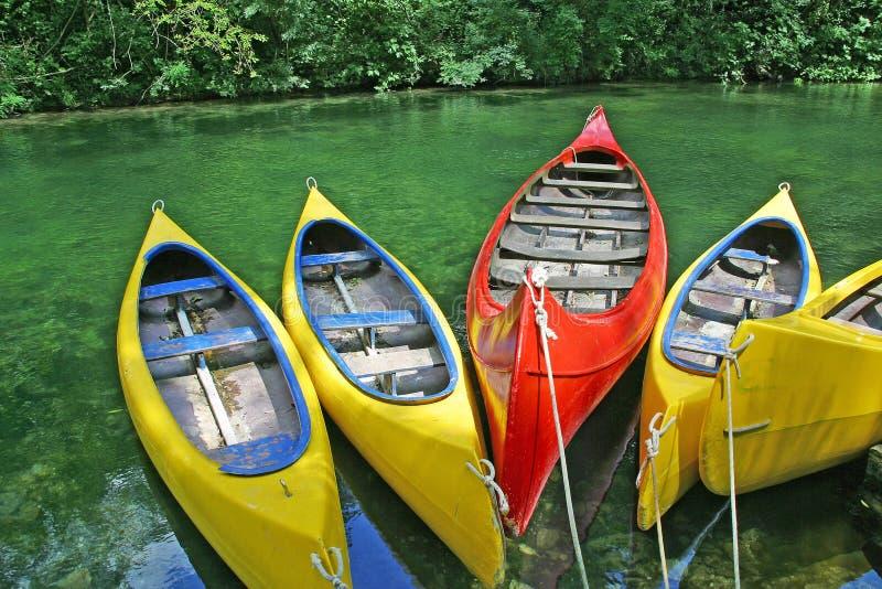 Canoas plásticas fotografía de archivo