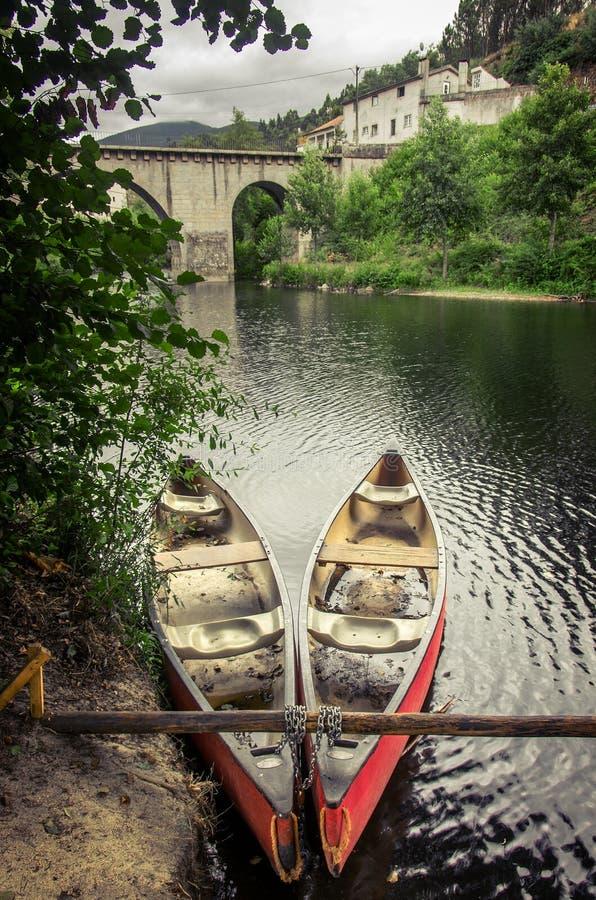 Canoe rosse fotografia stock libera da diritti