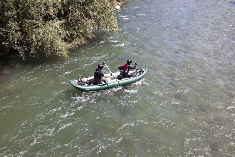 Canoe sopra il fiume della puttana, Flattach, Austria immagine stock libera da diritti