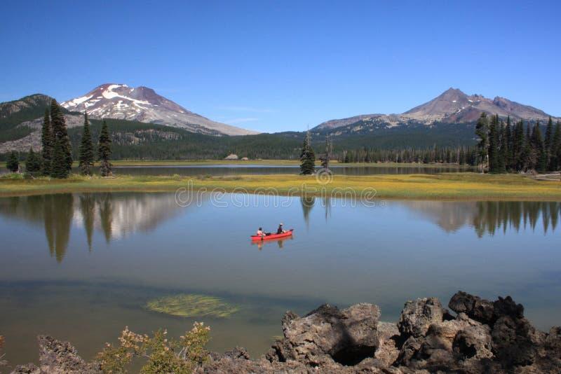 canoeing искры озера стоковые фотографии rf