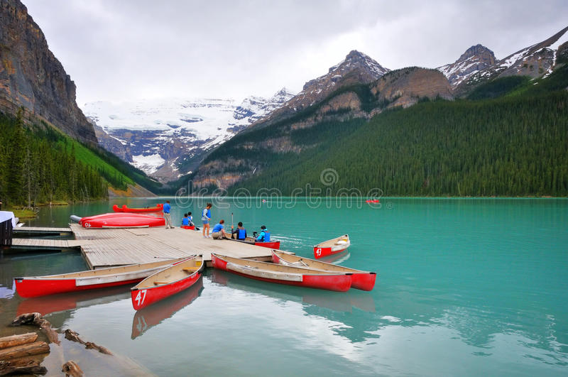 Canoeing in Lake Louise stockfoto