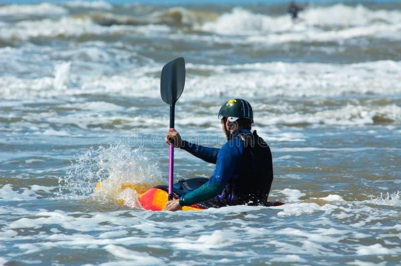 Canoeing nell'oceano fotografia stock