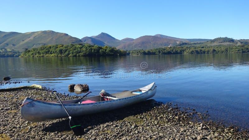 Canoeing op Derwentwater royalty-vrije stock afbeelding