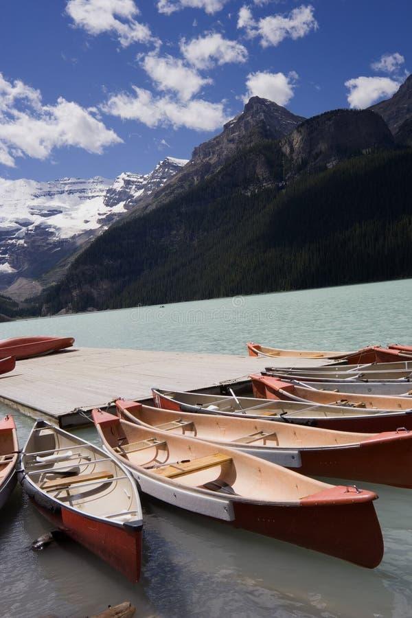 canoes озеро louise стоковые изображения rf