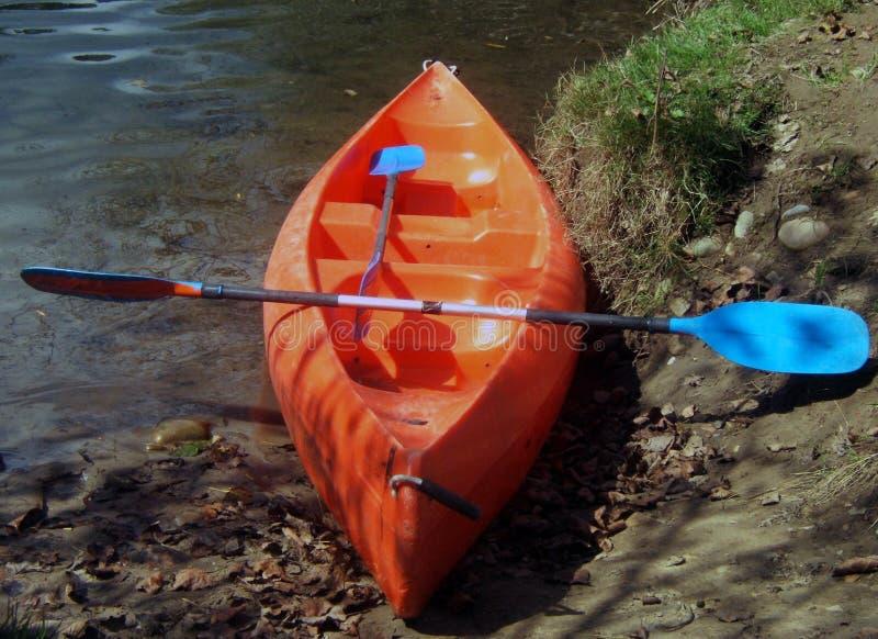 Canoewithpaddle fotografie stock