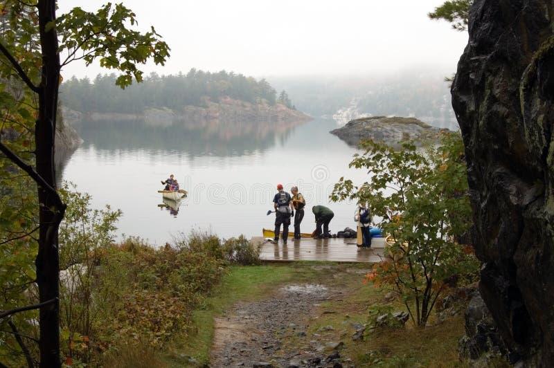 Canoing en George Lake imagenes de archivo