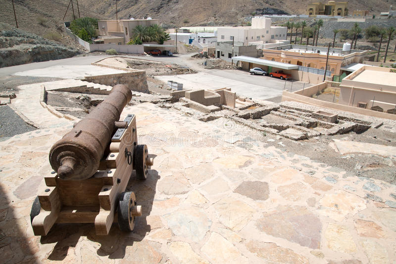 Canon στο κάστρο Al Hadd Ras στοκ εικόνα με δικαίωμα ελεύθερης χρήσης