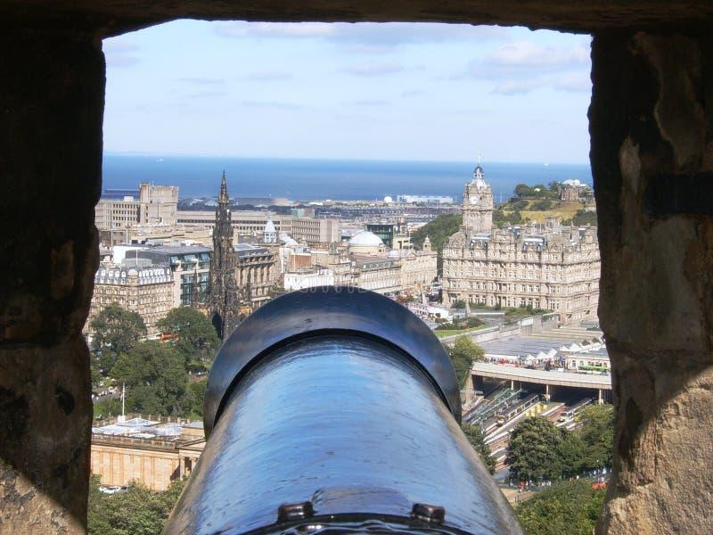 Canon bij het Kasteel van Edinburgh stock foto