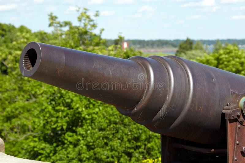 Canon dans la forteresse de Suomenlinna photographie stock libre de droits