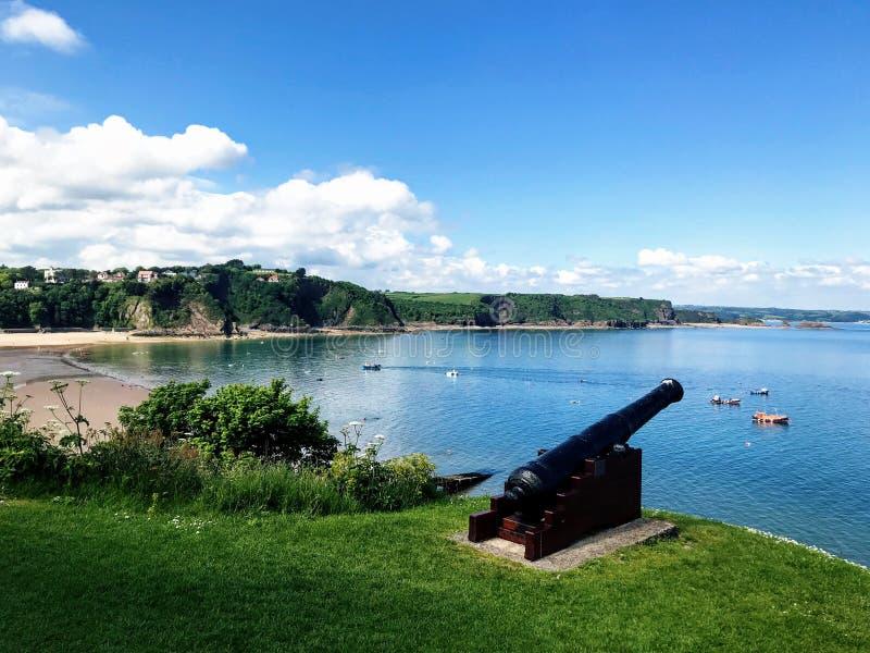 Canon de bord de la mer, Tenby, pembroke, Pays de Galles photos stock