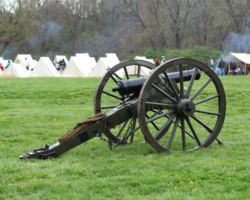 Canon de guerre civile au camp - reconstitution de guerre civile image libre de droits
