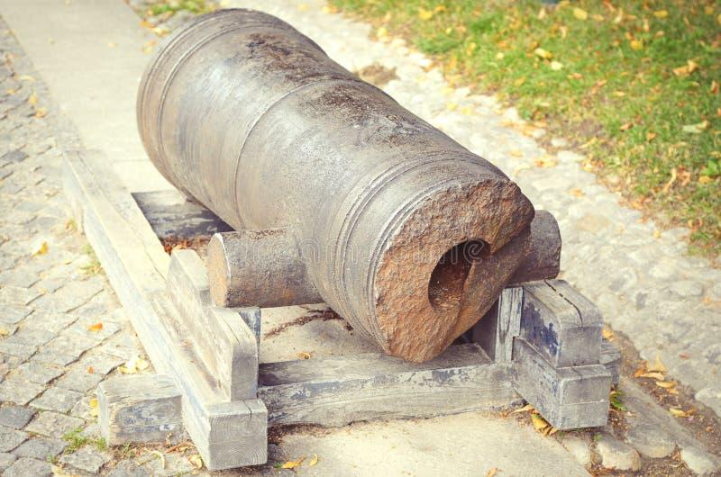 Download Canon En Bronze Antique Cassé Rayé Photo stock - Image du musée, métal: 77157432