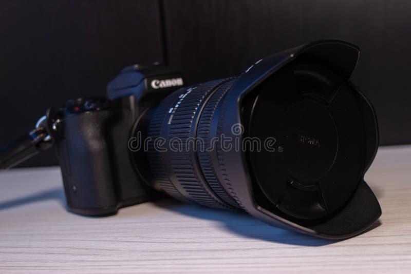 Canon eos m50 cyfrowa mirrorless kamera zdjęcie royalty free