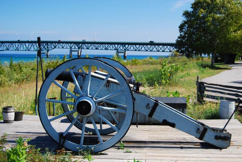 Canon près du pont de Mackinac image libre de droits