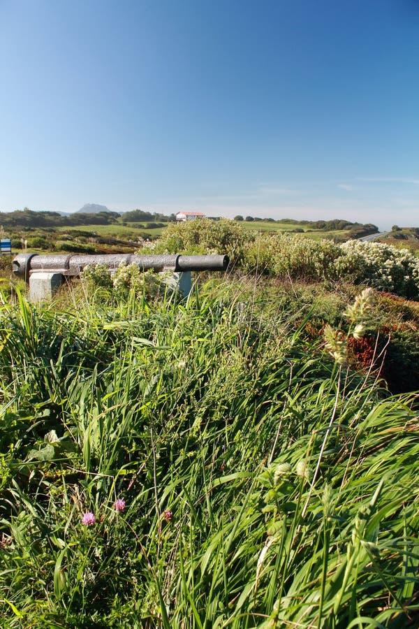 Canon sur la corniche Basque de côte de l'Océan Atlantique photographie stock
