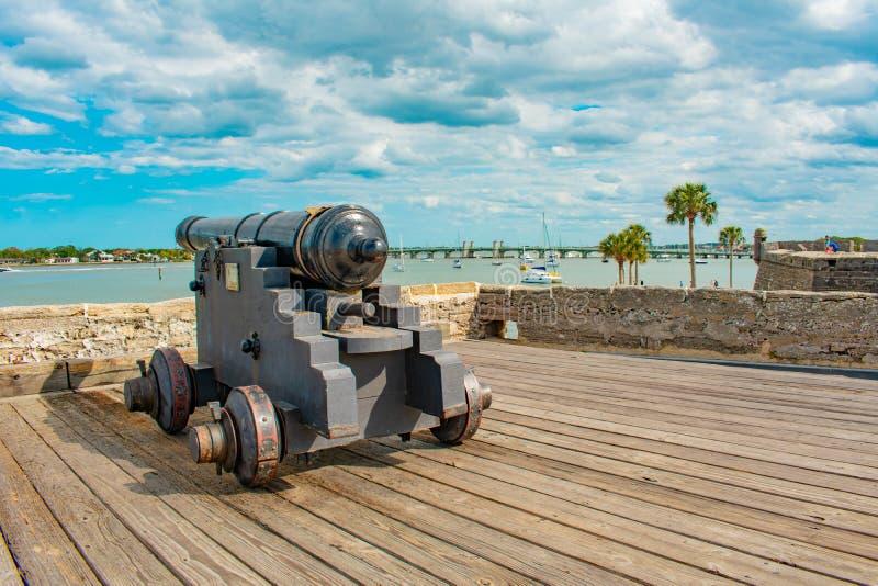 Canon sur le gundeck en Castillo de San Marcos Fort 4 images libres de droits