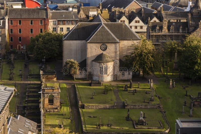 Canongate kirkpresbyterianska kyrkan på kunglig milEdinburg royaltyfria bilder