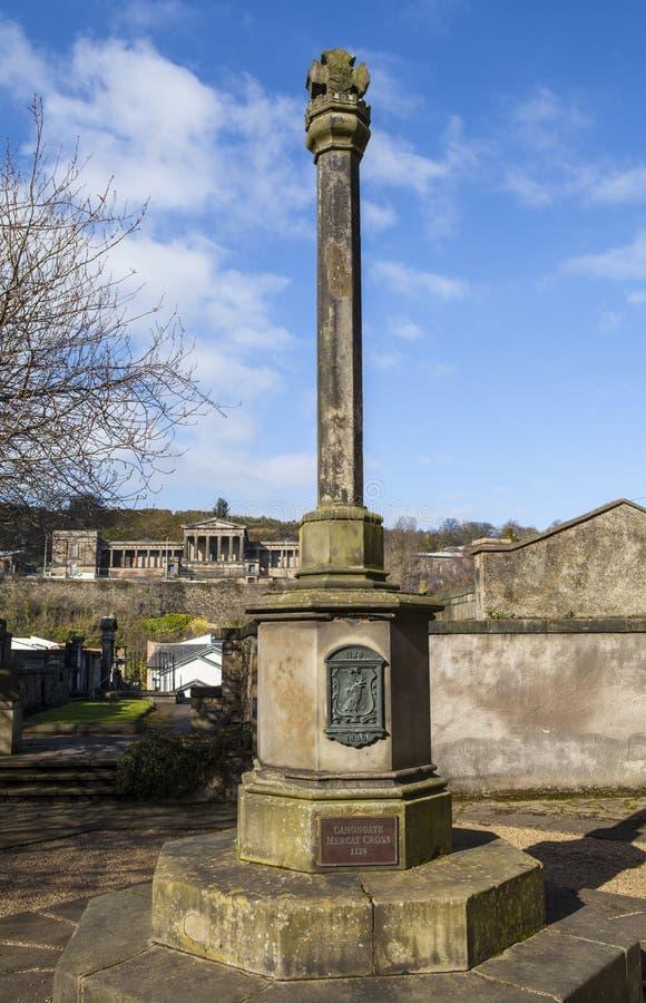 Canongate Mercat kors på Canongate Kirk i Edinburg arkivbild