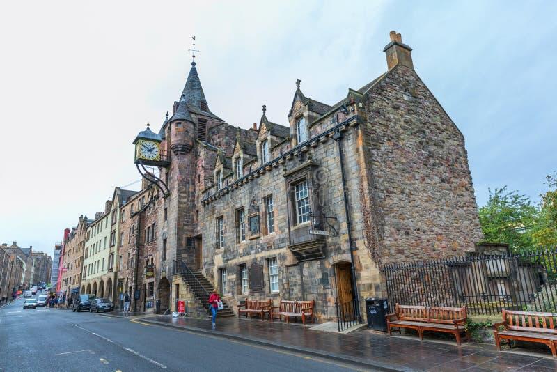 Canongate Tolbooth på den kungliga mil i Edinburg, Skottland arkivbilder