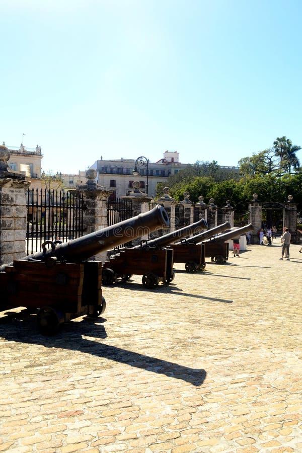 Canons Entrée principale de force de château La Havane, Cuba photo stock
