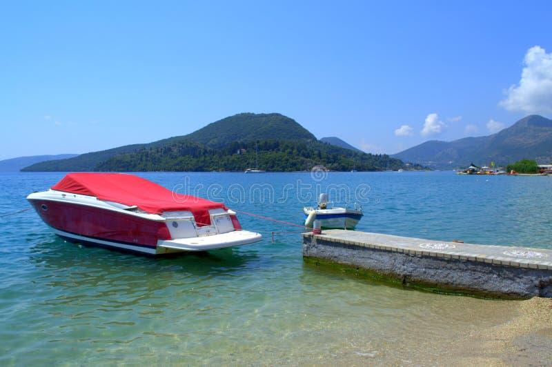 Download Canot Automobile Rouge En Mer Bleue Image stock - Image du rouge, bateau: 56483833