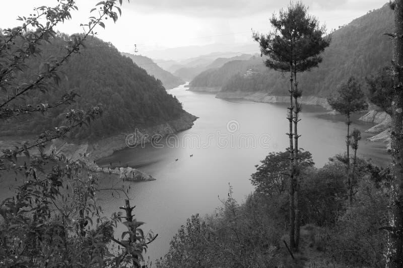 Canotage dans le lac image stock