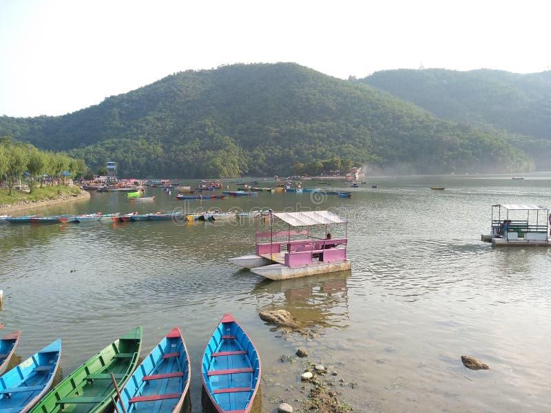 Canotage de lac Fewa image stock