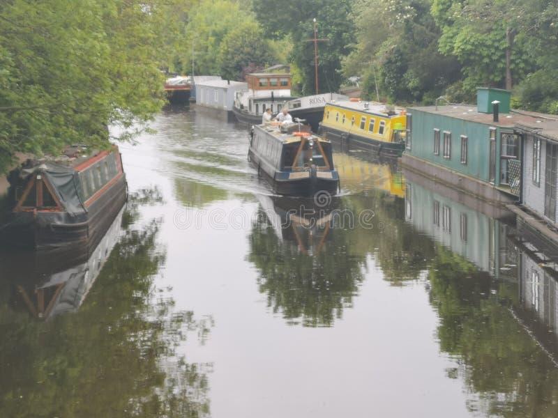 Canotage sur le canal de Londres images stock