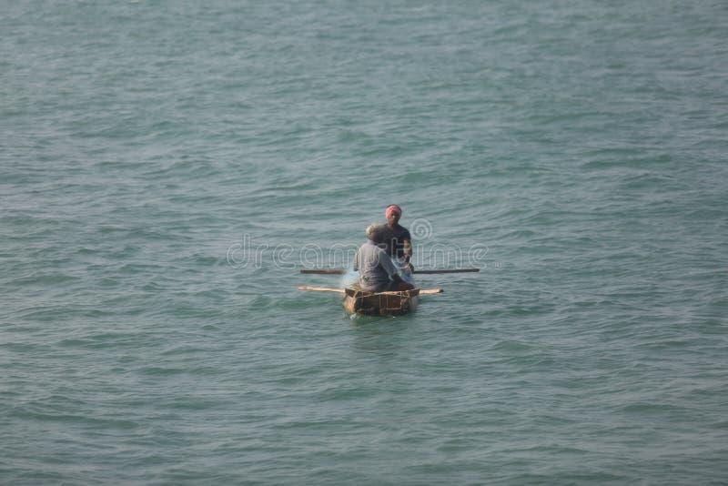 Canotaje en el centro del Océano Índico imagen de archivo