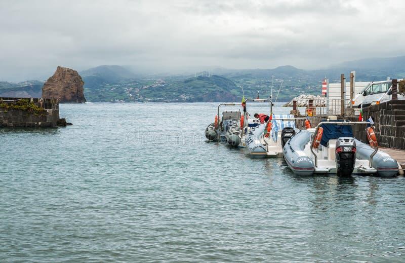 Canots automobiles gonflables en Madalena photos stock