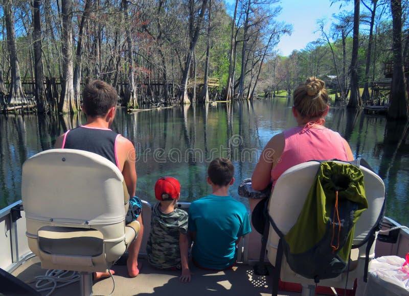 Canottaggio del pontone della famiglia - fiume di Ichetucknee immagini stock libere da diritti