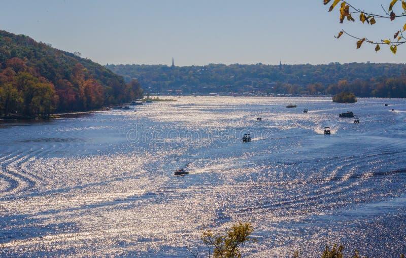 Canottaggio un bello giorno dell'autunno fotografie stock libere da diritti
