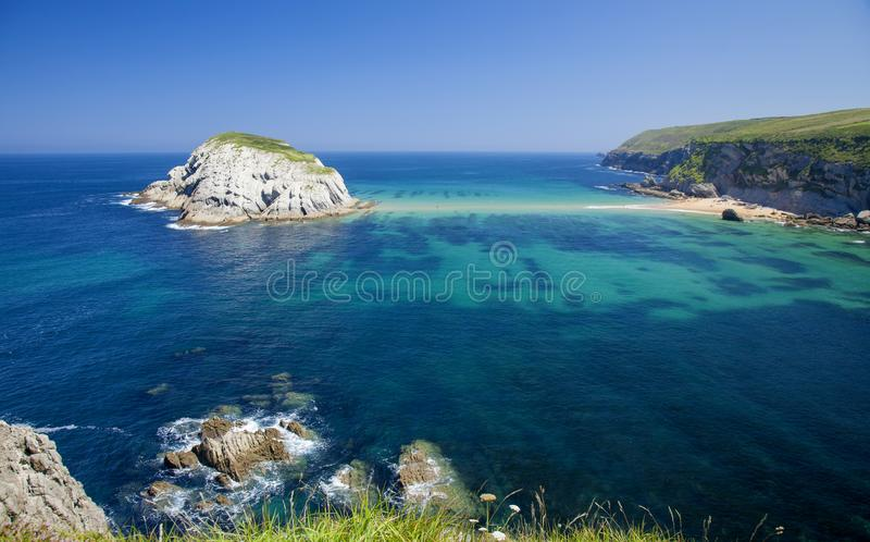 Cantabria kust- landskap arkivbild
