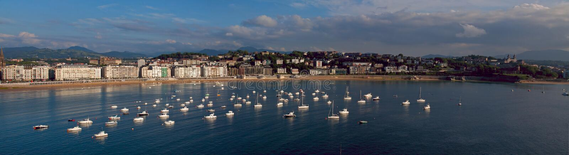 Cantabrian海的水在市Donostia 免版税图库摄影