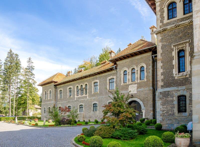 Cantacuzino Castle στην πόλη Busteni της Ρουμανίας μια όμορφη ηλιόλουστη ημέρα στοκ φωτογραφίες με δικαίωμα ελεύθερης χρήσης