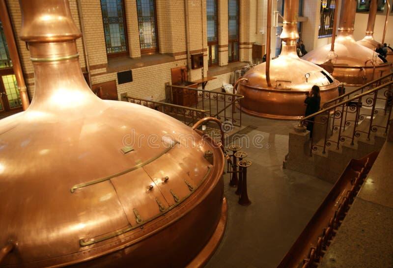 Cantainers de la cervecería. fotos de archivo