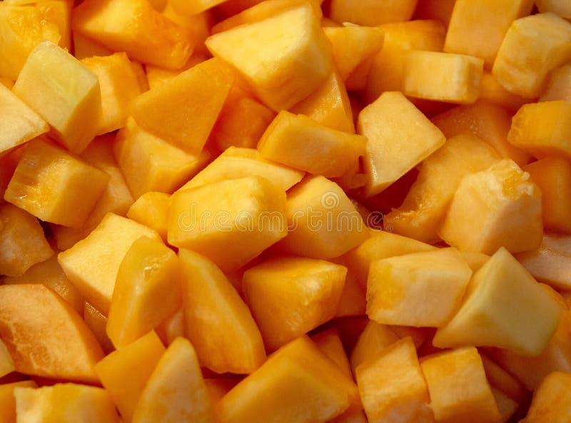 Cantalupo cortado en cuadritos en el buffet del desayuno imagen de archivo