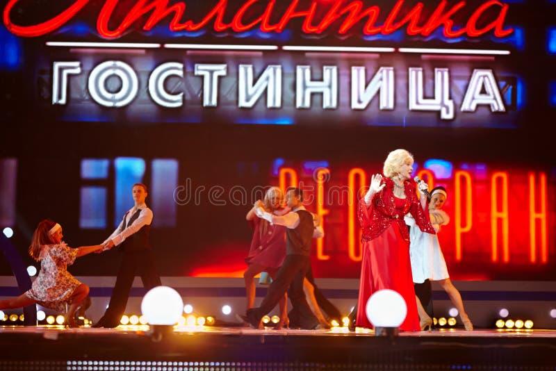 Cantante Aida Vedischeva en leyendas del concierto de FM retro imágenes de archivo libres de regalías