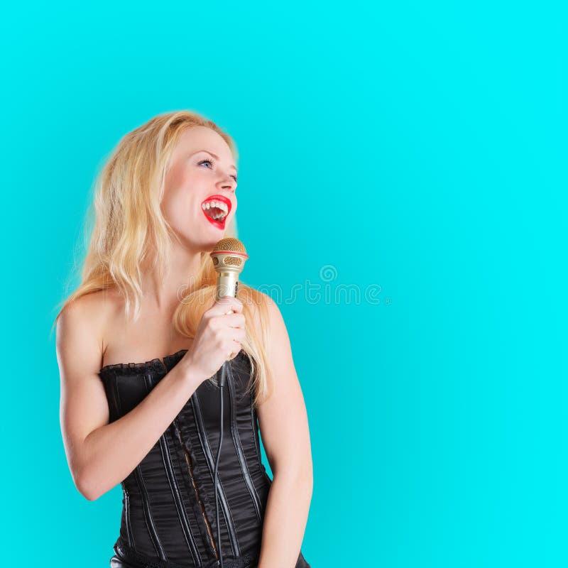 Cantante con il microfono immagini stock libere da diritti