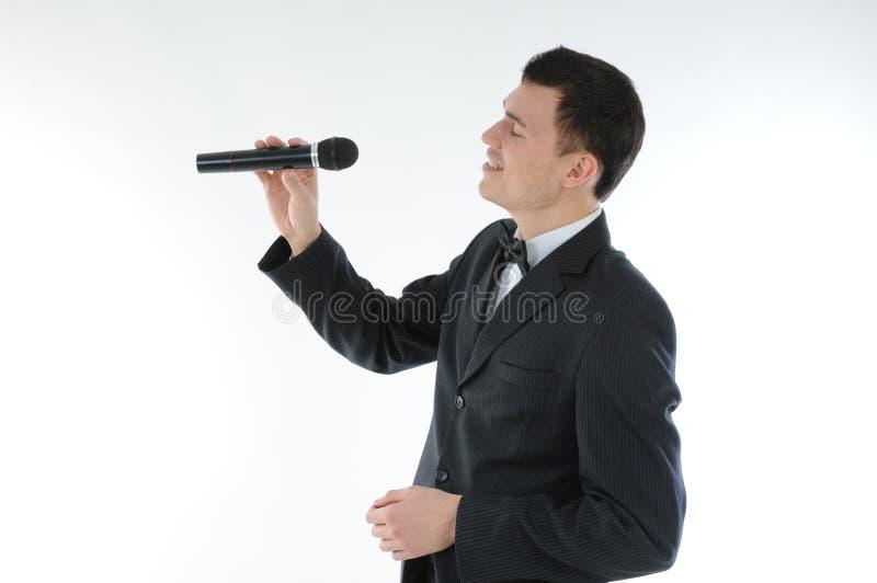 Download Cantante con un micrófono imagen de archivo. Imagen de comunicación - 64204565