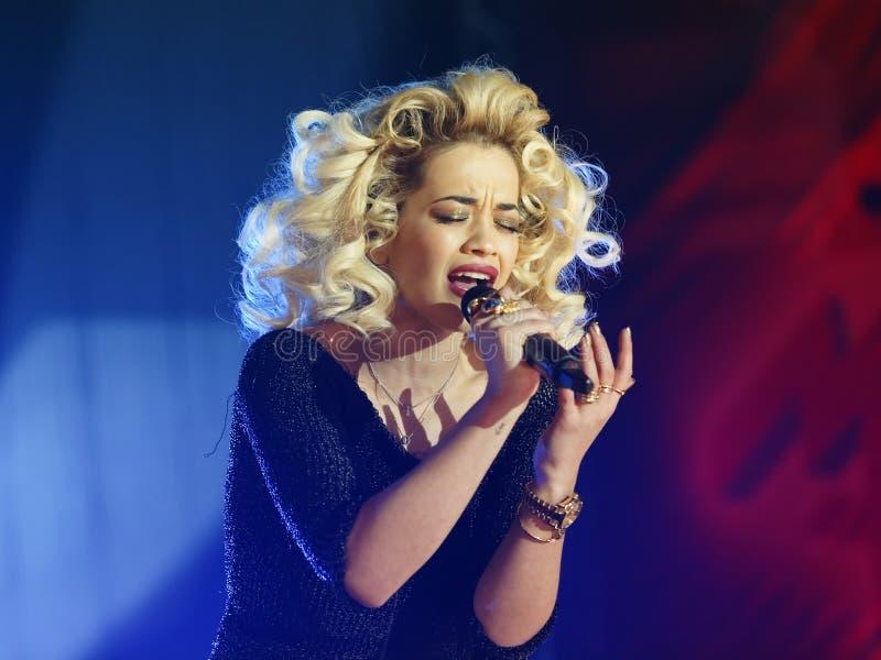 Cantante del estallido - Rita Ora fotos de archivo libres de regalías