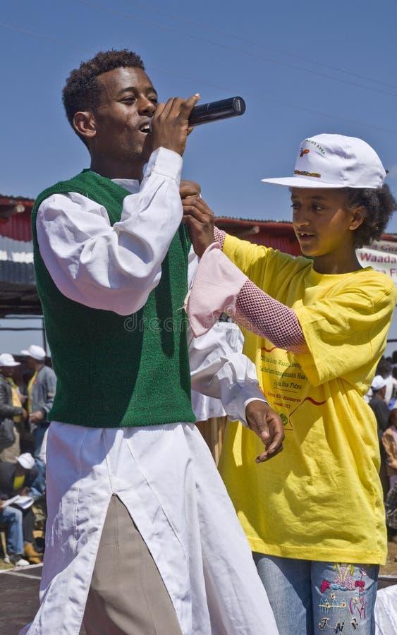 Cantante etíope joven que se realiza en etapa fotografía de archivo libre de regalías