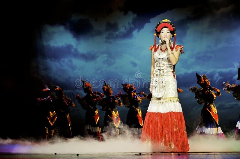 Cantante etnico cinese della nazionalità di Yi immagini stock libere da diritti