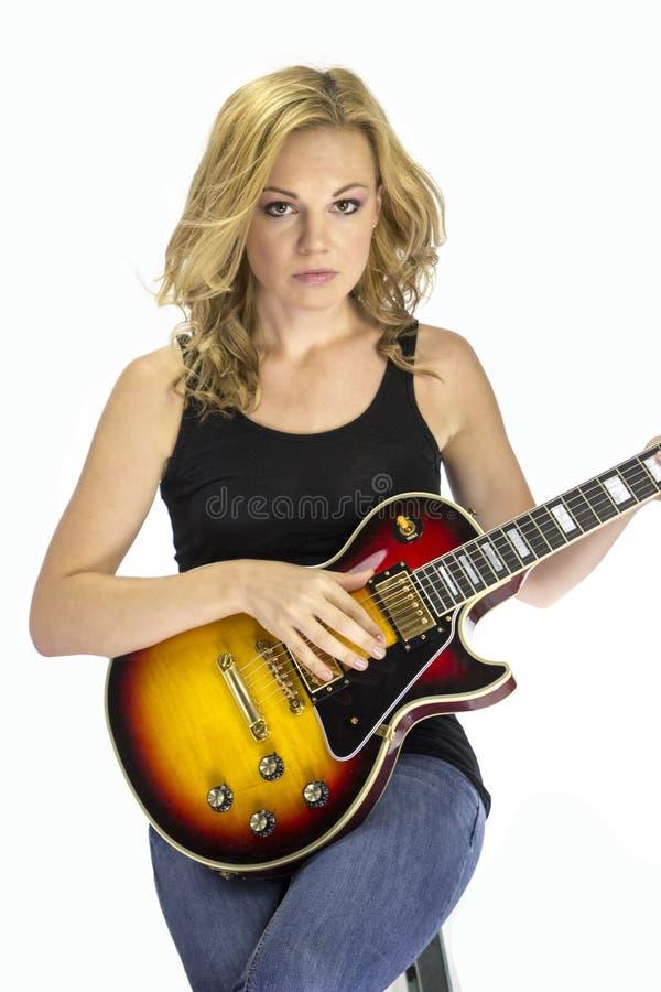 Cantante femminile Songwriter Musician con la chitarra elettrica fotografia stock