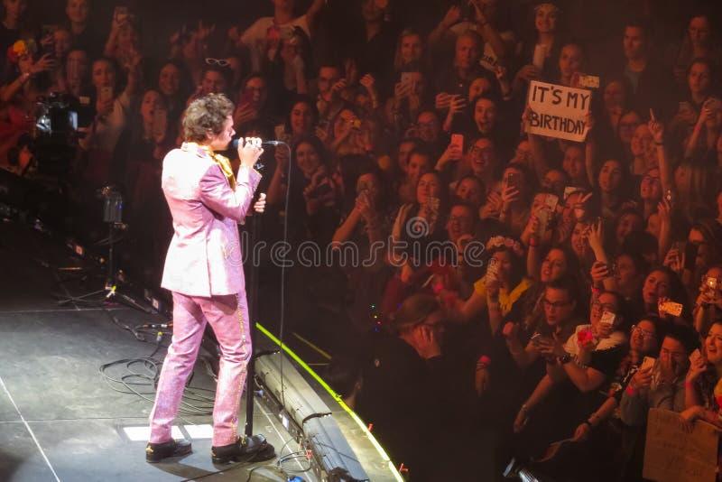Cantante Harry Styles di schiocco di inglese fotografia stock libera da diritti