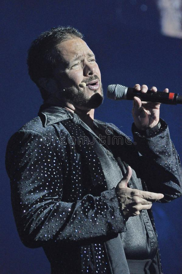 Cantante maschio in una manifestazione fotografie stock libere da diritti