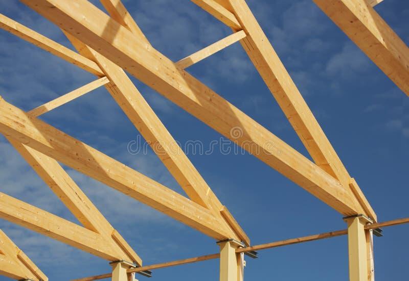 Canteiro de obras com feixe de telhado fotografia de stock