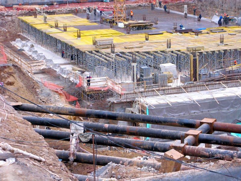 Canteiro de obras, construtores, poço da construção imagens de stock