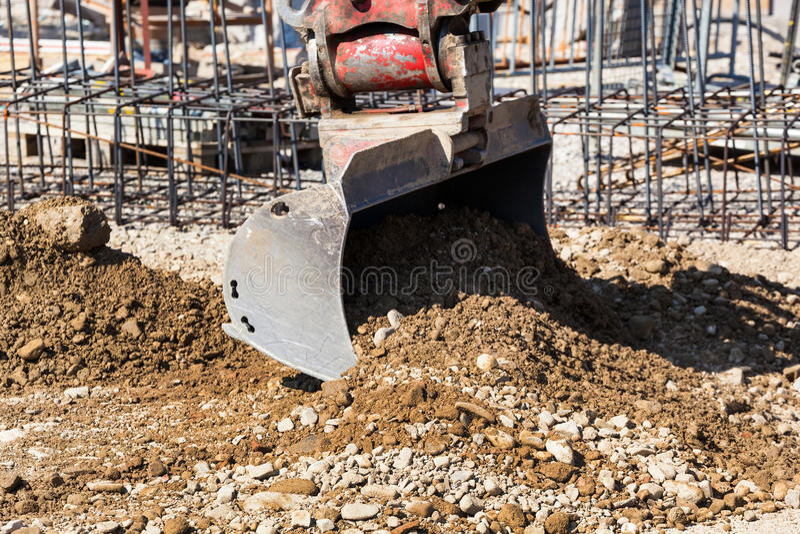 Canteiro de obras da máquina escavadora de Rnu imagens de stock