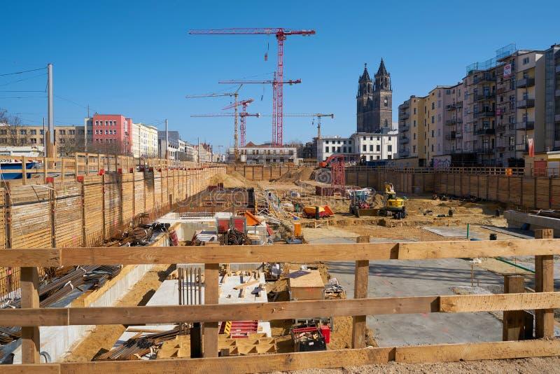 Canteiro de obras do distrito emergente novo da catedral em Magdeburgo fotos de stock royalty free
